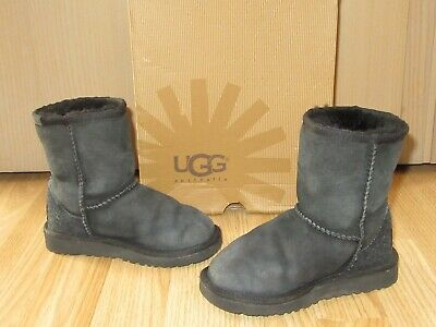 UGG Australia Girls Classic Short Black Sheepskin Boots UK 9 / EU 27 Boxed Great