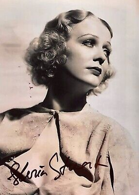Gloria Stuart US Hollywood Actress  Original Signed Approx  7 x 5 photo
