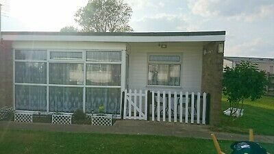 Beautiful little Holiday Chalet Rental. Sleeps 6. Scratby. Gt Yarmouth.