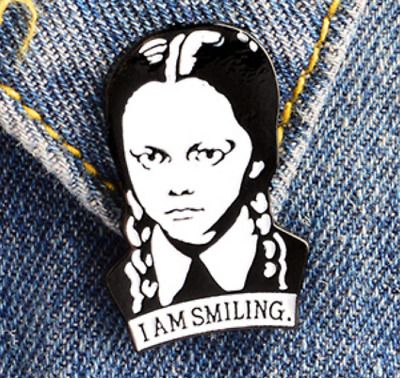 THE ADDAMS FAMILY enamel pin badge WEDNESDAY ADDAMS I Am Smiling gothic cult tv