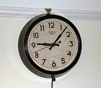 SMITHS VINTAGE BAKELITE ELECTRIC WALL CLOCK. Good Working Condition