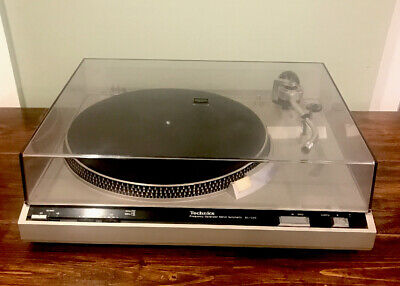 Vintage Technics SL-220 turntable