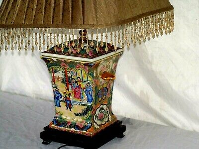 Chinese Porcelain Rose Medallion Table Electric Lamp With Shade