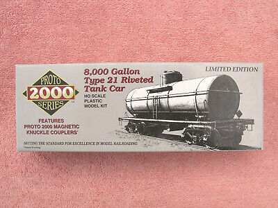 Life-Like 21765: Proto 2000 Series - 8000 Gallon Type 21 Riveted Tank Car - Kit