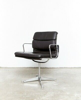 Charles & Ray Eames Soft Pad Chair EA 207 for Herman Miller