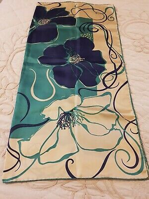 Vintage silk scarf, hand rolled, in very good condition. Beautiful design.