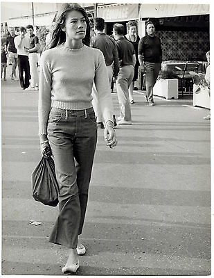 1966 Françoise Hardy in Sunglasses Glamour Fashion Photo Holding Book and Camera