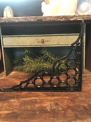 ONE ORNAMENTAL SHELF BRACKET BRACE Vintage Rustic Antique Cast Iron