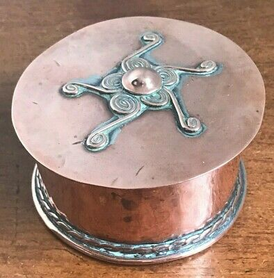 Antique Arts & Crafts Signed Handmade Hammered Copper Trinket Box - c.1900 -1920