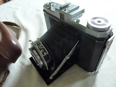 Zeiss Ikon Nettar Signal camera with carry case and time delay shutter.