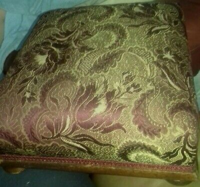 Antique Victorian Beautiful Foot Stool / Foot Rest On Round Wooden Feet