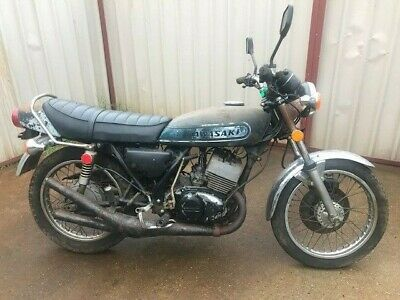 Kawasaki S3 400 1974 restoration project motor turns over with good compression