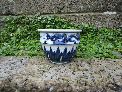 Stunning Chinese porcelain Ming dynasty cache pot or censer antique with dragons