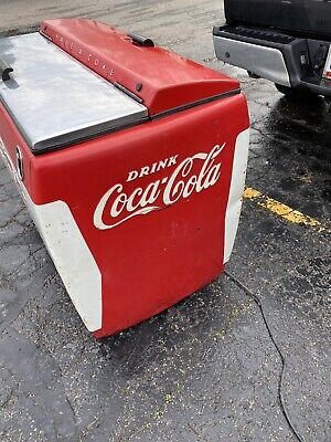 Coca Cola chest 1950s Westinghouse Model WH-12T Refrigerated Cooler Machine