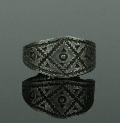 SUBSTANTIAL ANCIENT VIKING SILVER RING - CIRCA 9th/10th CENTURY   (132)