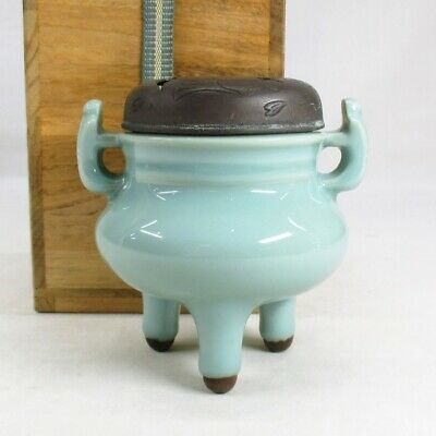 A198: Japanese incense burner of beautiful blue porcelain with good copper lid