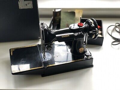 Beautiful Vintage Singer 221K Featherweight Sewing Machine. Incredible Condition