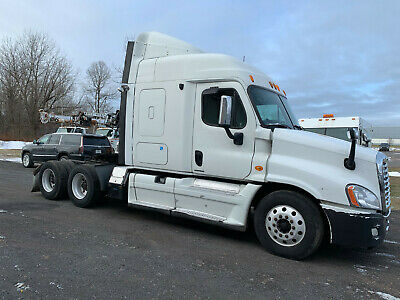 2009 Freightliner Cascadia CA125D Truck Tractor Semi Sleeper 5th Wheel Detroit