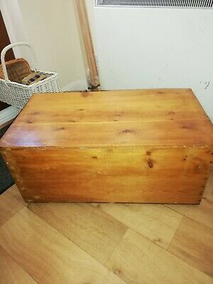 Old pine blanket box/trunk/storage/toy box/coffee table