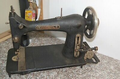Antique MINNESOTA E Treadle Sewing Machine crinkle black with Badge Plate