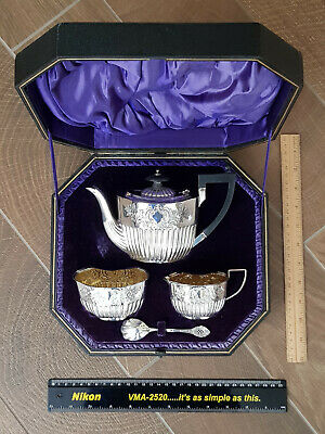 Silver tea service (4 pcs) in excellent condition with a nice case