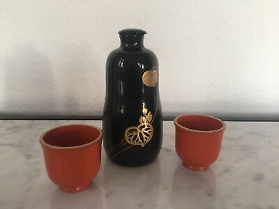Japanese wooden lacquered sake bottle 2 cups, gold painted, Lackarbeit, Holz