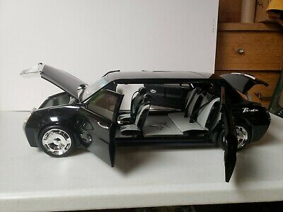 2003 MGA Bratz Formal Funk FM Limo with working Horn, FM Radio and Lights