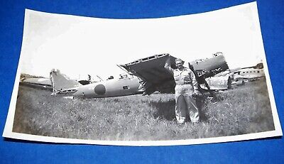 Original Ww2 Photo: G.i. Poses By Japanese Airplane, Luzon, Philippines 1945