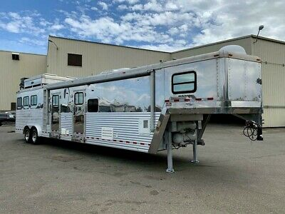 "2006 Dream Coach Custom Platinum Horse Trailer Living Quarter ""Slide"" Generator"