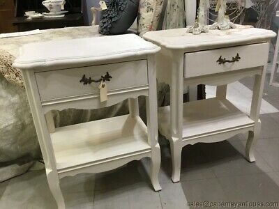 2 White Painted French Nightstands End Tables Gold Curved Handles Curved Legs