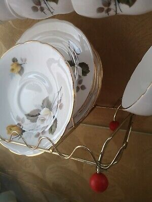 6x bone china tea cups and saucers, With gold edging. And display stand.
