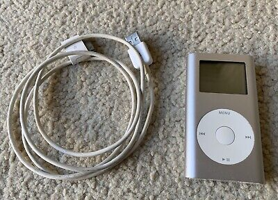 Apple iPod Mini 4GB Silver With Charging Cable