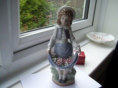 Lladro/Nao Girl With Flowers In Her Skirt