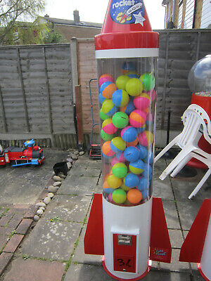 £1 coin operated rocket vending machine