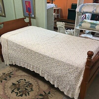 """Vintage Hand Crocheted Coverlet 90"""" x 76"""" Tablecloth Bed Spread Ivory Floral"""