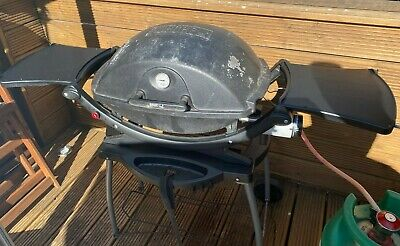 Weber Q220 Gas BBQ with Rolling Cart and Cover