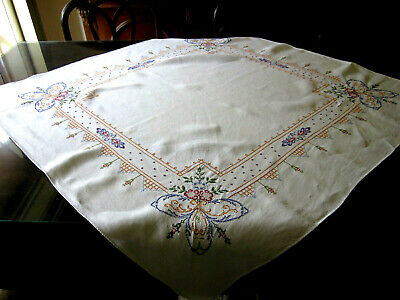 Vintage c1940s HAND-EMBROIDERED / CROSS STITCH white square tablecloth in EC