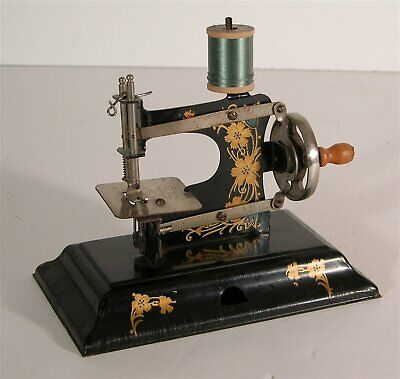 1910s MINIATURE CHILDS TOY SEWING MACHINE By CASIGE - FINE CONDITION MACHINE