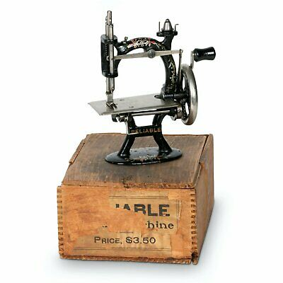 1900 MINIATURE CAST IRON TOY SEWING MACHINE FOLEY WILLIAMS RELIABLE MODEL w/ BOX