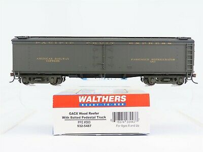 Lot of 2-HO-WALTHERS 910-3919 /& 910-3920 SOUTHERN PACIFIC//PFE 57/' Mech Reefers