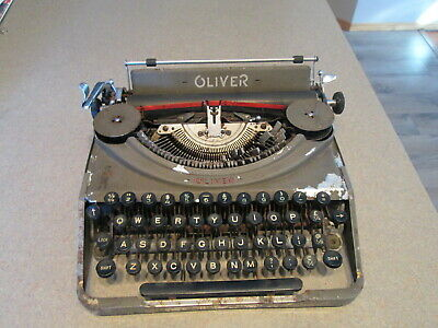 Antique OLOVER Manual Typewriter  Selling for EPAIRS or PARTS AS IS. Needs TLC