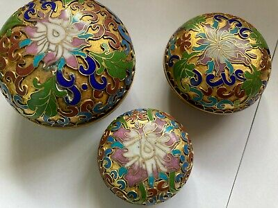 Set of 3 Graduated Cloisonne Lidded Pots Chinese Flowers Pretty intricate
