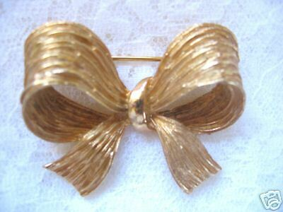 Lovely Vintage Brushed Gold Tone Ribbon Pin/brooch