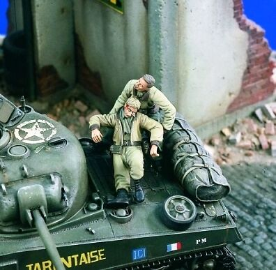 VER1813 The Rescue, Soldier w/Wounded Soldier 1-35 Verl