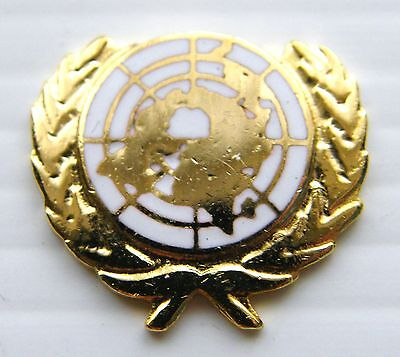 The United Nations Un White Military Lapel Army Pin Badge Free Gift Pouch Mod Ap