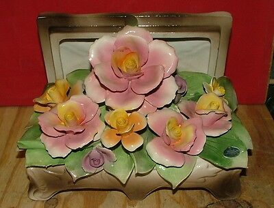 NUOVA  CAPODIMONTE  ROSES  IN BOX  CENTER PIECE
