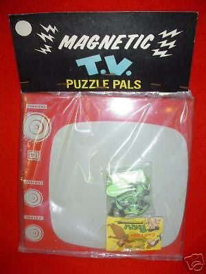 SEALED vintage Hanna Barbera HUCKLEBERRY HOUND magnetic puzzle 1960's RARE toy !