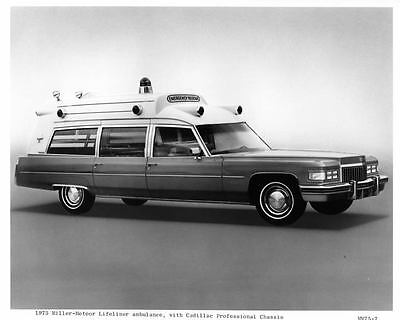 1975 Cadillac Miller Meteor Ambulance Automobile Photo Poster zae4270-Y5DL52