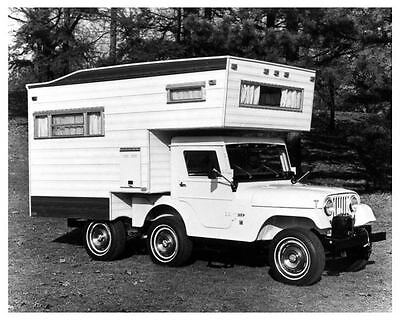 1966 Kaiser Jeep Universal Photo Poster zua7950-Q7T58L
