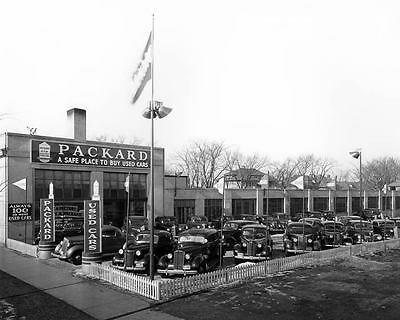 1940 Packard Used Car Lot Photo Poster zc5988-AC5VF7
